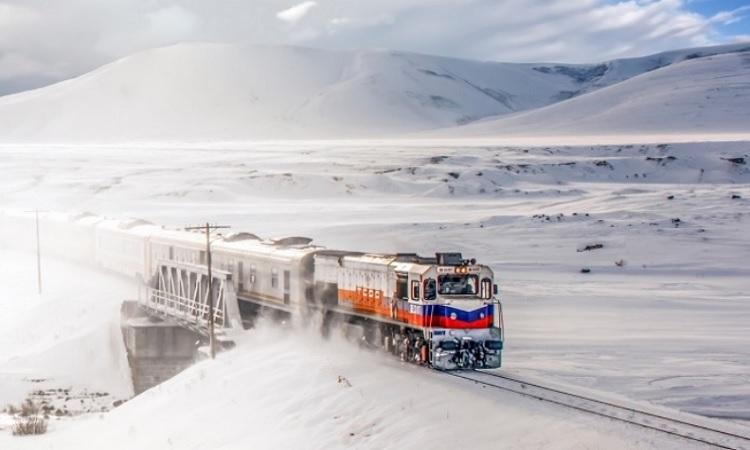 قطار الإكسبرس الجديد في المنطقة الشرقية في تركيا لتعزيز السياحة