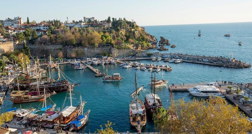 الروس الذين نفد صبرهم يطالبون بعطلة تركية