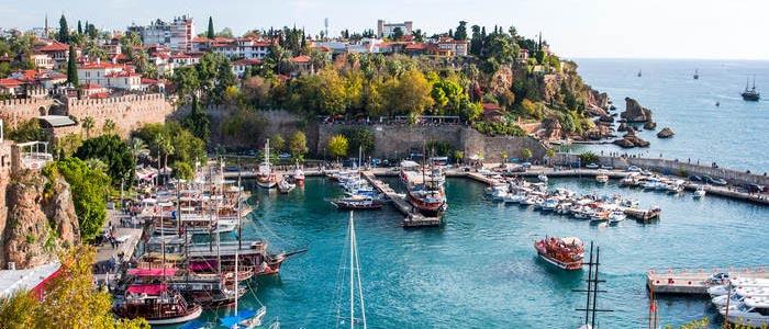 العيد يبعث السياح الأتراك بحثا عن أشعة الشمس