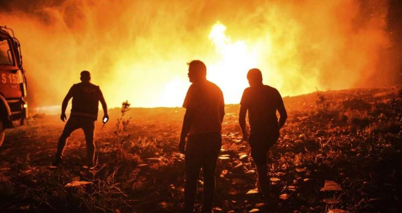حرائق الغابات تشكل ضربة للموسم السياحي في تركيا